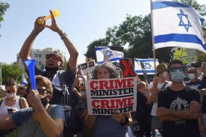 "Demonstration gegen Israels Premier Netanjahu. (<a href=""http://www.imago-images.com"">imago images</a> 