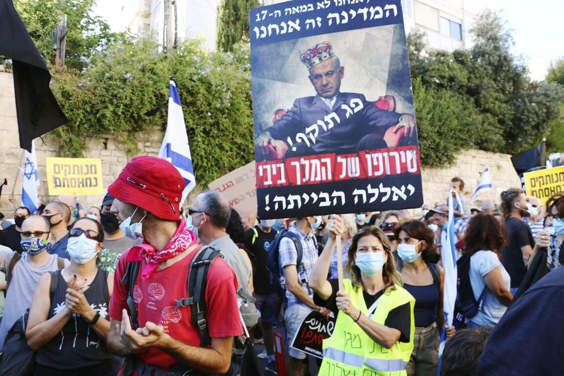 Eine der Demonstrationen gegen Israels Premierminister Netanjahu. (imago images/Kyodo News)