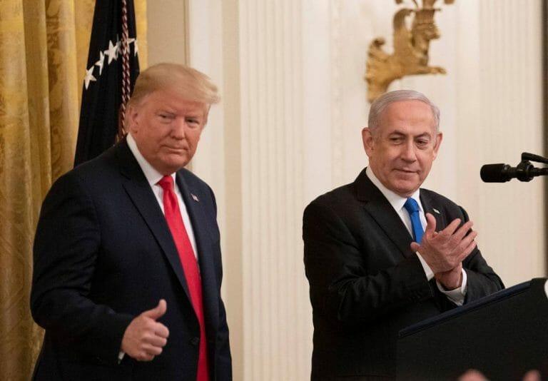 """US-Präsident Trump und Israels Premier Netanjahu bei der Präsentation von Trumps sogenanntem """"Deal des Jahrhunderts"""". (imago images/Xinhua)"""