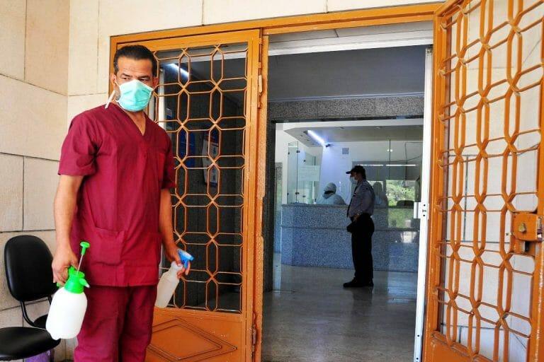 Krankenhauseingang in Syriens Hauptstadt Damaskus. (imago images/Xinhua)