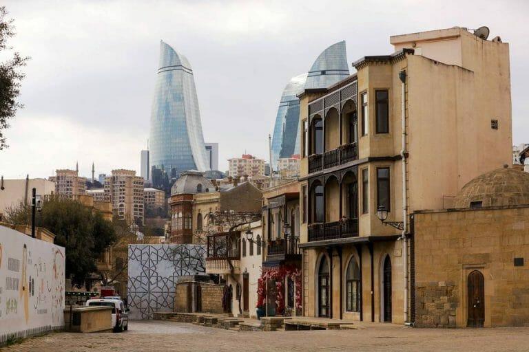 In Baku, der Hauptstadt Aserbaidschans, ist die Türkei ein gern gesehener Gast. (imago images/Pacific Press Agency)
