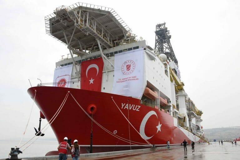 Eine der Gasbohrschiffe der Türkei im östlichen Mittelmeer. (imago images/Xinhua)