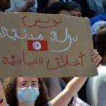 Demonstranden fordern den Rücktritt von Parlamentssprecher Rachid Ghannouchi