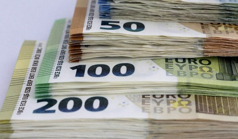 Euroscheine in verschiedener Stückelung