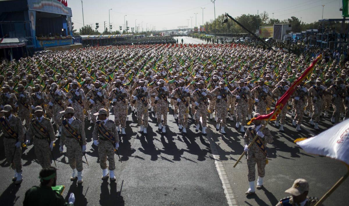 Einhiet der Revolutionsgarde auf einer Militärparade zum Jahrestag des Iran-Irak-Kriegs