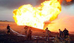 Löscharbeiten an der durch einen Anschlag beschädigten Gaspipeline in Syrien