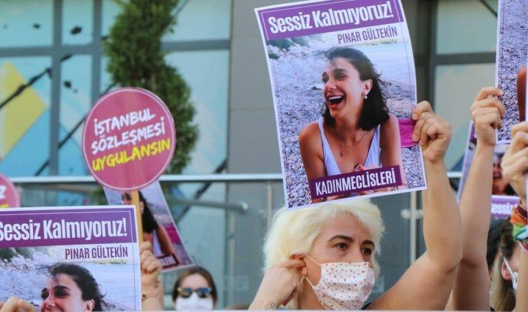 Nach der Ermordung von Pınar Gültekin kam es in der Türkei zu Demonstrationen gegen Gewalt gegen Frauen