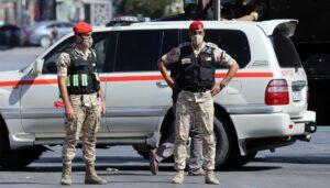 Soldaten in Jordanien kontrollieren den Corona-Lockdown