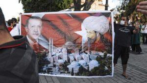Anhänger Erdogans feiern ihr Idol als neuen Sultan