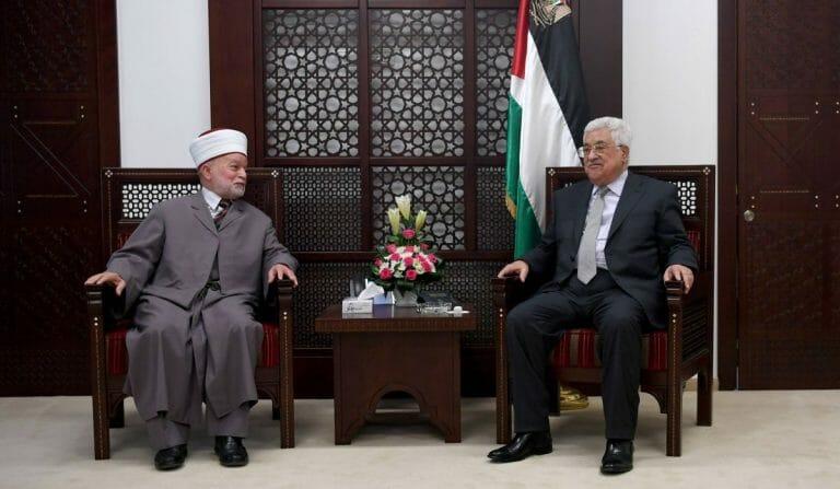 Der Mufti von Jerusalem Muhammad Hussein und der Chef der Autonomiebehörde Mahmud Abbas