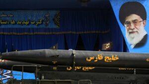 Langstreckenraketen auf einer Militärparade in Teheran