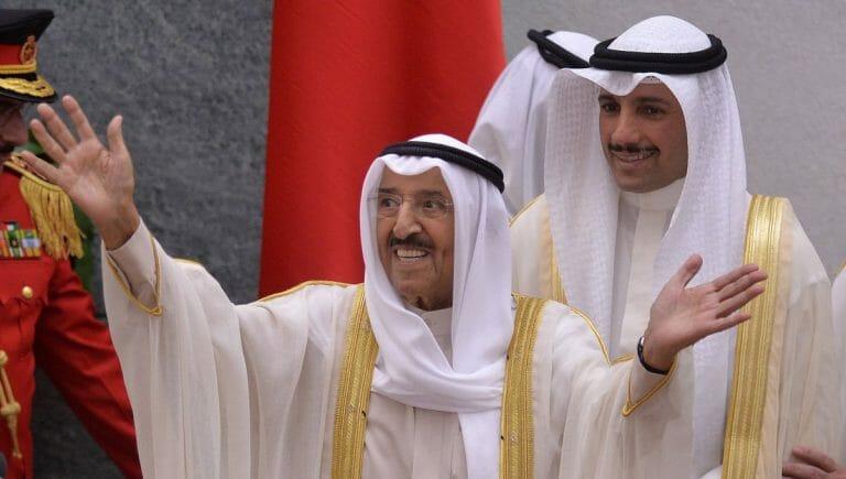 Der Emir von Kuwait Sheikh Sabah Al-Ahmad Al-Jaber Al-Sabah mit seinem Sohn