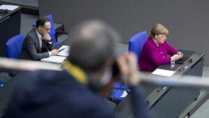 Könnten sich kaum weniger für den Friendesprozess interessieren: Heiko Maas und Angela Merkel