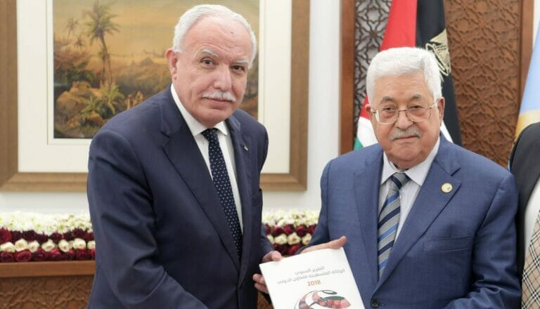 Meister im Social Distancing: PA-Präsident Mahmud Abbas und sein Außenminister Riyad al-Maliki