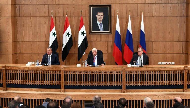 Pressekonferenz in Damaskus: Juri Juri Borissow, Walid Muallem (Außenminister Syriens) und Sergej Lawrow