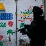 Ein israelischer Grenzpolizist auf Patrouille in der Altstadt von Jerusalem