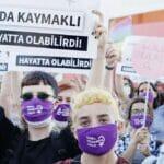 Frauen demonstrieren gegen einen möglichen Rückzug der Türkei aus der der Istanbuler Konvention