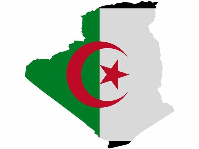 Flagge in der Form Algeriens. (© imago images/imagebroker)