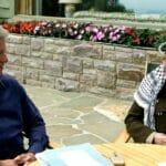 Bei den Verhandlungen in Camp David im Juli 2000 verweigerte sich Arafat dem Frieden. Danach organisierte er die zweite Intifada. (imago images/UPI Photo)