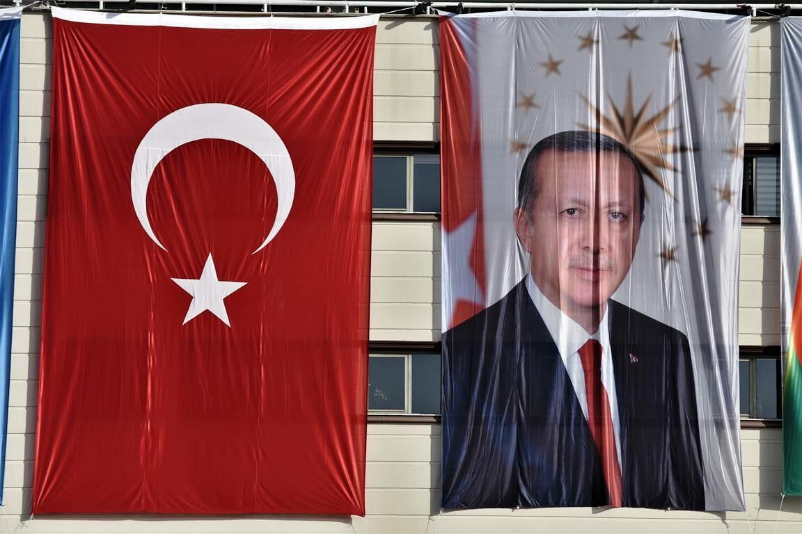 So sieht sich Erdogan viel lieber in Szene gesetzt, als in einer Karikatur von Charlie Hebdo. (© imago images/ZUMA Wire)