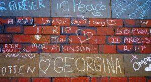Gedenken an die Opfer des Selbstmordanschlags in der Manchester Arena am 22. Mai 2017 (© imago images/UIG)