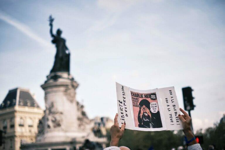 Demonstration gegen den Terror am Place de la Republique in Paris. (© imago images/Hans Lucas)