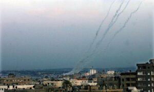 Raketenabschüsse im Gazastreifen (November 2012): Bedeuten die Angriffe in der vergangenen Woche, dass der Raketenterror gegen Israel wieder aufgenommen wird? (© imago image/UPI Photo)
