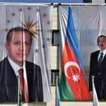 In Ankara wird mit riesigen Bannern die Freundschaft der Türkei mit Aserbaidschan gefeiert. (© imago images/ZUMA Wire)