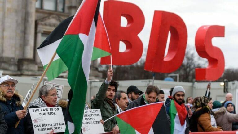 BDS-Aktivisten versuchen immer häufiger, sich mit Hinweis auf linke Israelis vom Antisemitismusvorwurf reinzuwaschen