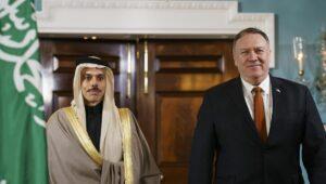 Der saudische Außenminister Faisal bin Farhan und sein amerikanischer Amtskollege Mike Pompeo