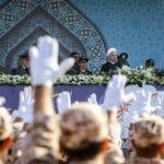 Iran Präsident Hassan Rohani nimmt Militärparade ab