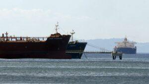"""Der iranische Tanker """"Forest"""" im venezolanischen Hafen El Palito"""