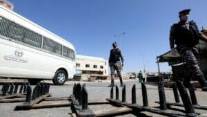 Sicherheitskräfte in Jordanien überwachen den Corona-Lockdown