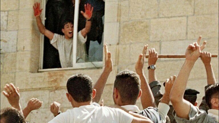 Abdel Aziz Salha präsentiert dem Lynchmob seine blutverschmierten Hände