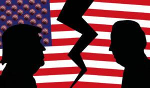 Illustration, Silhouette von Trump und Biden vor der zerrissenen Flagge der USA und Coronaviren