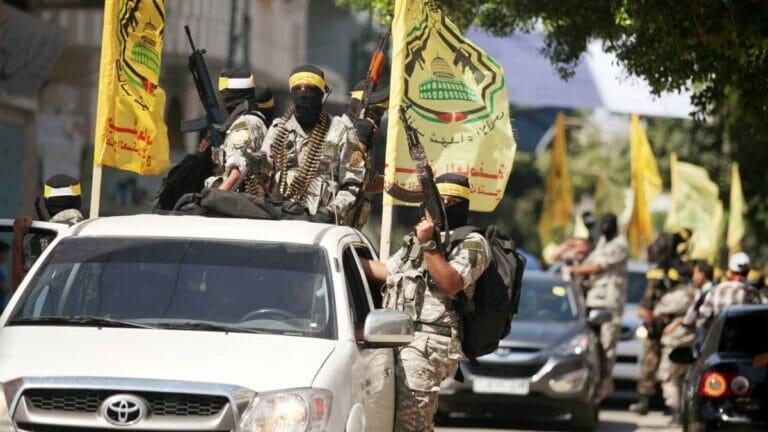 Kämpfer dKämpfer der Al-Aqsa-Märtyrer-Brigaden, des bewaffneten Flügels von Abbas' regierender Fatah-Fraktion er Al-Aqsa-Märtyrer-Brigaden, des bewaffneten Flügels der regierenden Fatah-Fraktion