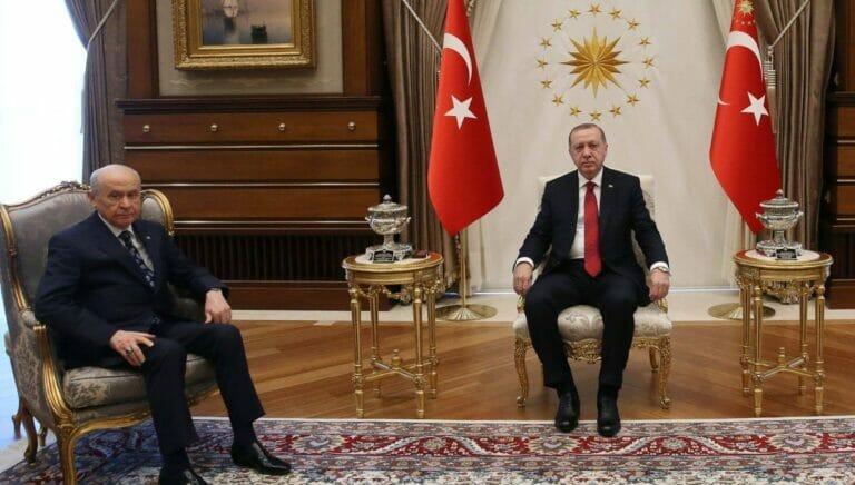Präsident Erdogan mit seinem Koaltionspartner Devlet Bahceli von der rechtsextremen MHP
