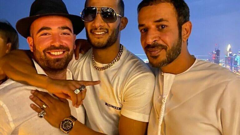 Der israelische Sänger Omer Adam (li.) mit dem ägyptiscchen Sänger und Schauspieler Mohamed Ramadan (mi.)