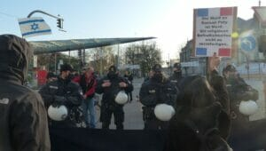 Nur wenige Gegendemonstarnten protestierten gegen den Islamistenaufmarsch in Hamburg