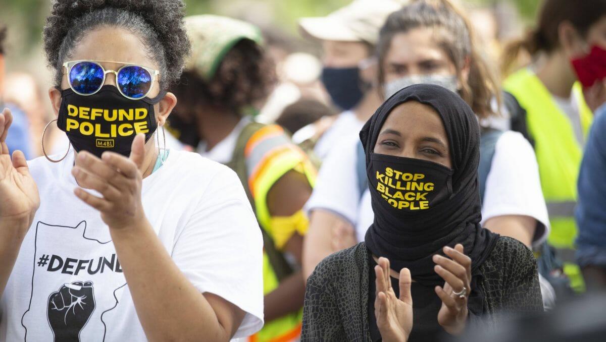 US-Kongressabgeordnete Ilhan Omar (re.) wetter gegen die Friedensabkommen arabischer Staaten mit Israel