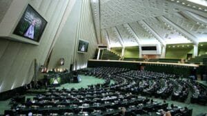 Iranisches Parlament beschließt Gesetz zur Erhöhung der Nuklearaktivitäten
