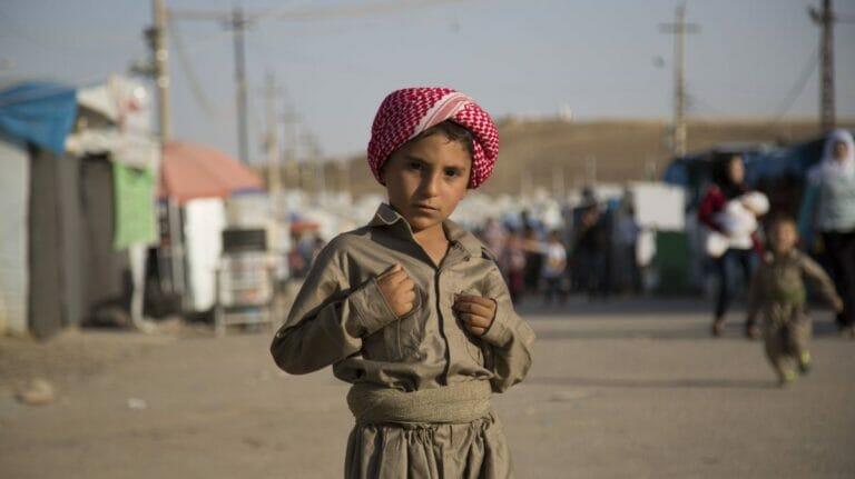 Kind in kurdischem Flüchtlingslager