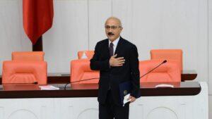 Zwischenzeitlich wurde Lutfi Elvan als neuer Finanzminister der Türkei angelobt