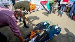 Palästinenser demonstrieren gegen Jahrestag der Balfour-Deklaration
