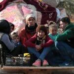 Kurdische Zivilisten fliehen vor den türkisch unterstützten Milizen in Afrin
