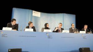 Kürzlich von der Deutschen Islamkonferenz zurückgetrteten: Hamed Abdel-Samad (li.)