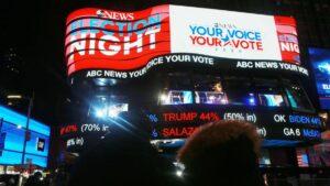 Anzeige am New Yorker Times Square zu den US-Wahlen
