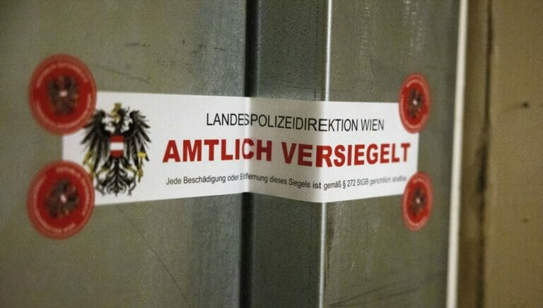 Versiegelte Wohnungstür des Attentäters von Wien