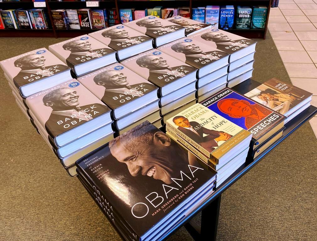 """""""Ein verheißenes Land"""" ist bereits Barack Obamas dritte Autobiographie. (© imago images/ZUMA Wire)"""