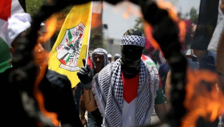Ein wichtiger Friedenspartner? Jugendliche Fatah-Anhänger bei Ausschreitungen im Westjordanland